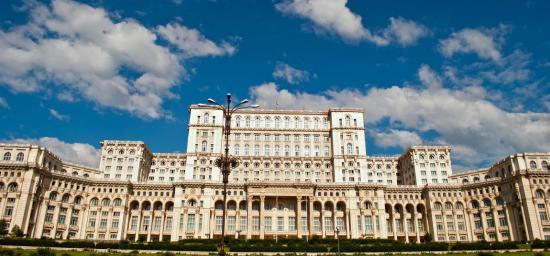 A parlamentbe hívták Ludovic Orban miniszterelnököt