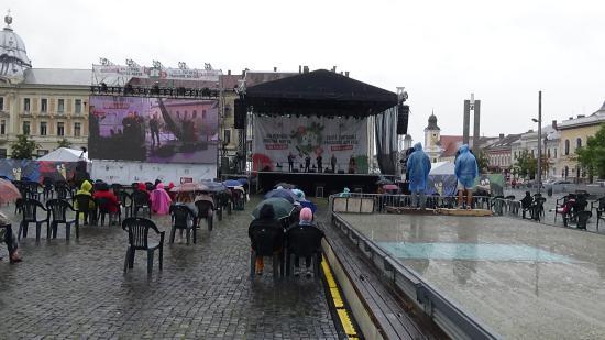 VIDEÓ - KMN - Muzsika a Főtéren: a Tokos zenekar koncertje
