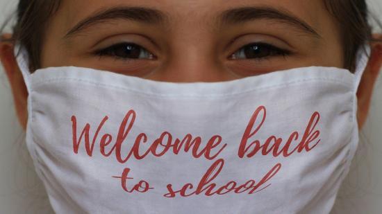 Becsengetés nehezített pályán: hibrid oktatás a Refiben, váltott szünet az Apáczaiban, tanítóhiány Körösfőn