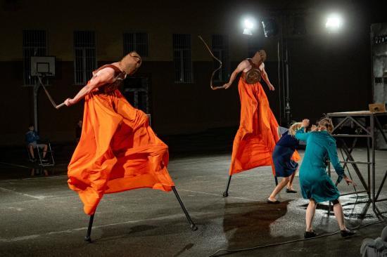 Átélni a háborút az első sorból – szabadtéri színházélmény a Carmen Funebre előadásról