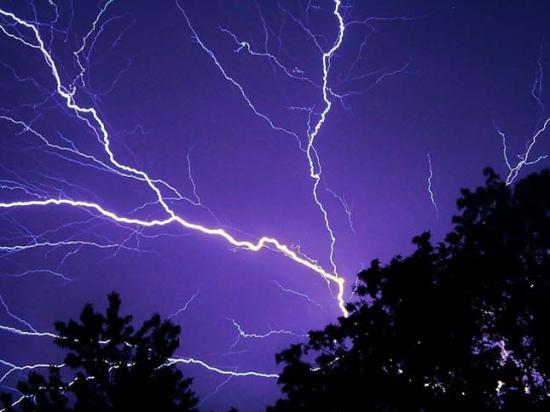 Viharok és felhőszakadások szerda reggelig