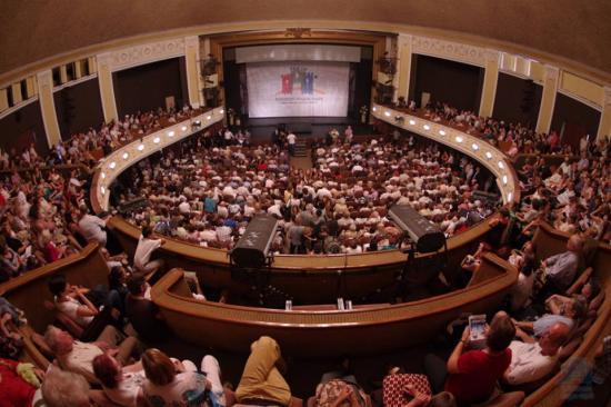 Három forgatókönyv a beltéri kulturális programok lebonyolítására