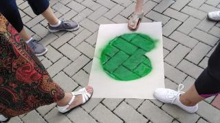 Rakéták, békák, autók, labdák lakják a szamosújvári iskola udvarát