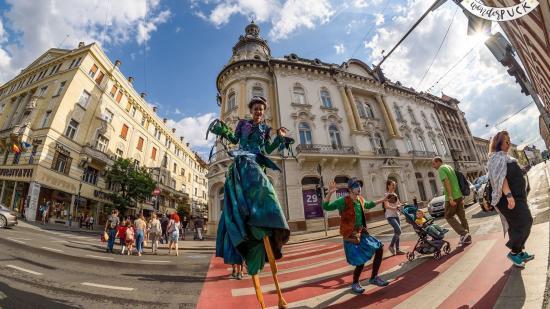 Idén is utcaszínházi fesztiválra várja közönségét a Puck Bábszínház