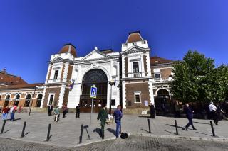 Emléktáblát helyeztek el a kolozsvári vasútállomás épületére