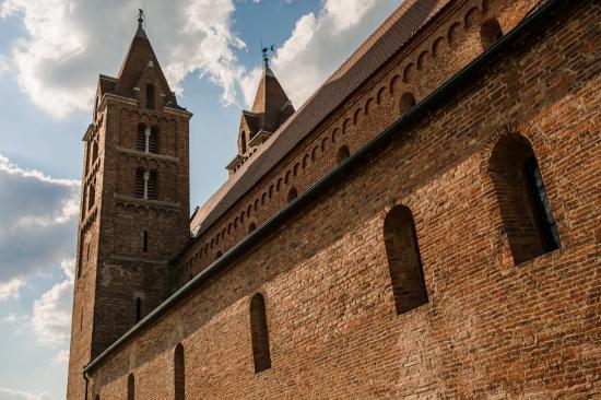 Felújítás után felszentelték Erdély egyik legnagyobb Árpád-kori román stílusú bazilikáját