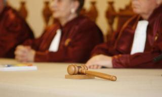 Alkotmánybíróság: nincs jogi konfliktus a kormány és parlament között