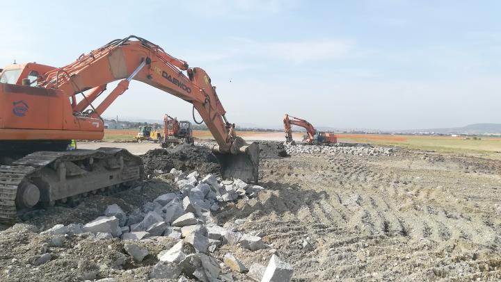 Leszállóágban a kolozsvári reptér, de reménykednek és felújítanak