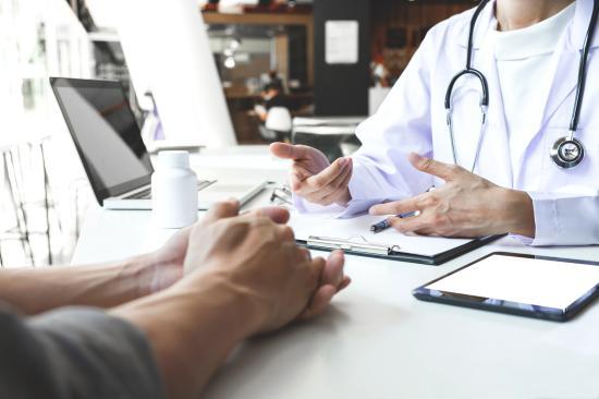 Októbertől kötelező az egészségügyi kártya