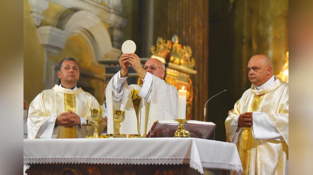 Kolozsvár és Erdély égi pártfogói: Szűz Mária, Szent Mihály arkangyal és Márton Áron püspök