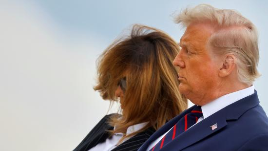 Donald Trump és felesége jól van, az elnök ellátja feladatait