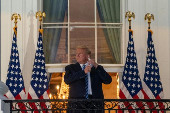 Trump elhagyta a kórházat, kész az újabb vitára