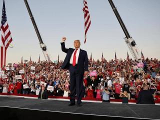 Trump újabb vírustesztje negatív