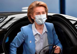 Bár negatív a tesztje, elhagyta az uniós csúcsot és önkéntes karanténba vonult az EB elnöke