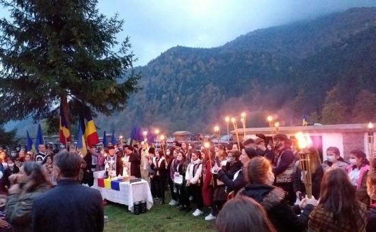Úzvölgyi katonatemető - Több százan ünnepelték a sírkertben a román hadsereg napját