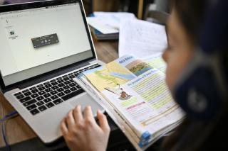 Egyre több iskola tér át a digitális oktatásra