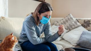 Koronavírusos betegek kezelése – új szabályok léptek érvénybe
