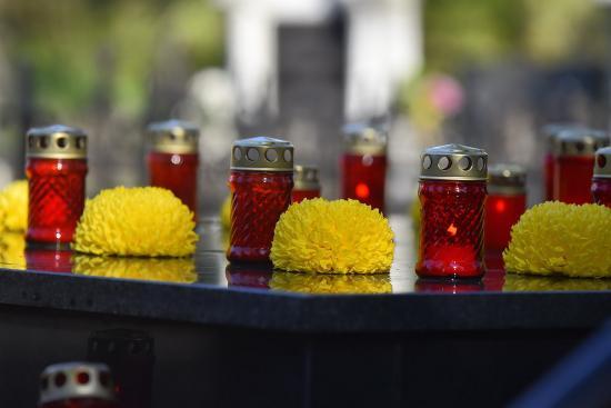 Világítás a Házsongárdi temetőben