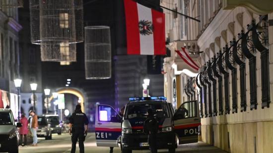 Terrorhullám söpör végig Európán: merénylet Bécs belvárosában
