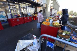 Kiköltöztették a zárt terű piacok árusait