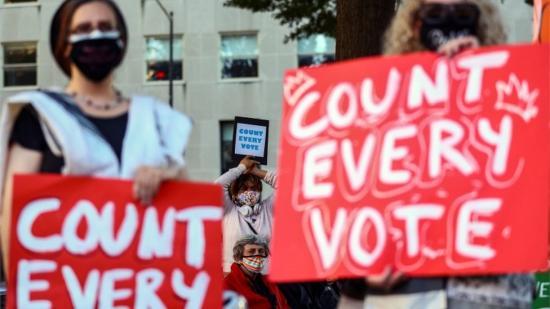 Trump jogászai benyújtották a perkeresetet a pennsylvaniai választások miatt