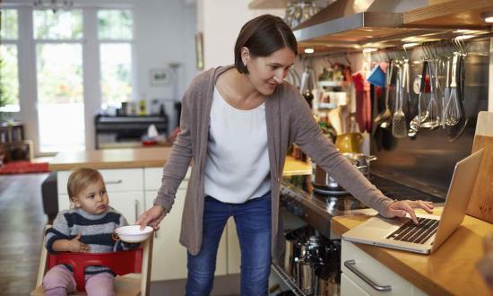 Home office anyáknak – több feladat, kimerültség, bűntudat
