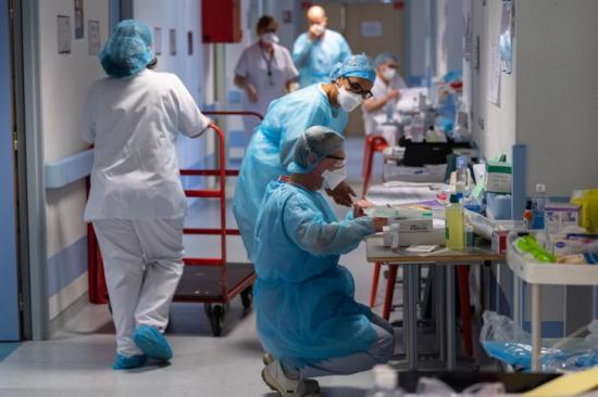 Több mint 10 ezer új fertőzött egy nap alatt. Mi a helyzet Kolozs megyében?