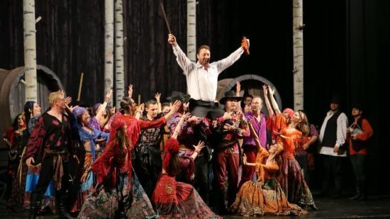Online közvetít előadásokat a magyar opera