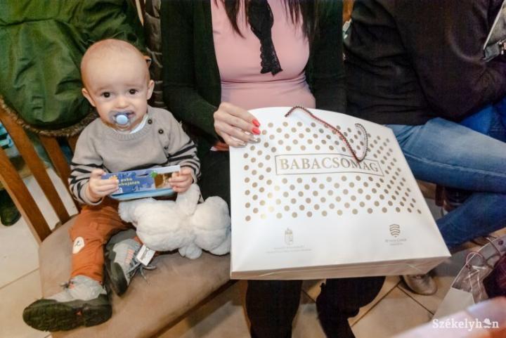 Idén is babacsomaggal ajándékozza meg a nemzetpolitikai államtitkárság a külhoni újszülötteket