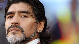 Elhunyt az argentinok legendája, Diego ...
