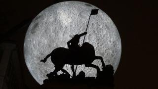 VIDEÓ - Óriáshold a Farkas utcai ...