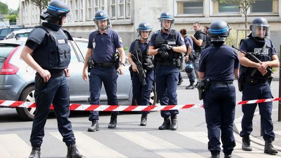Több mint százezren tüntettek a francia nagyvárosokban, incidensek Párizsban