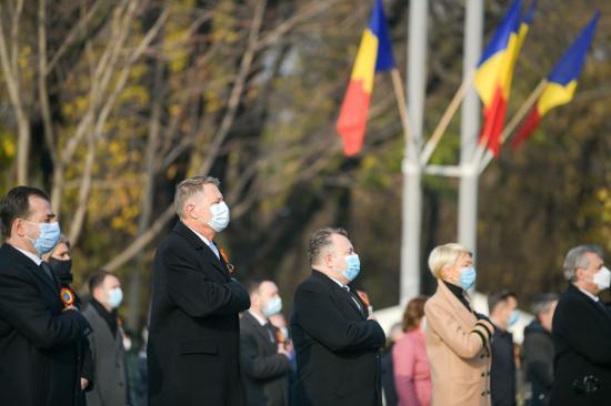 Katonai díszszemle és közönség nélkül ünnepelték Bukarestben Románia nemzeti ünnepét