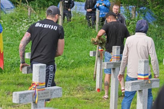 Úzvölgyi katonatemető: folytatnia kell az ügyészségnek a tavaly nyári temetőfoglalás kivizsgálását