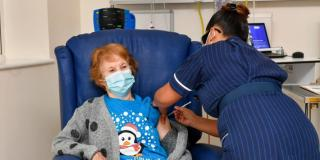 Koronavírus: új oltási stratégia Nagy-Britanniában, már egymilliót adtak be