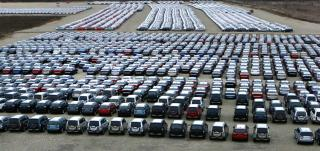Huszonkét százalékkal csökkent a forgalomba helyezett új járművek száma tavaly