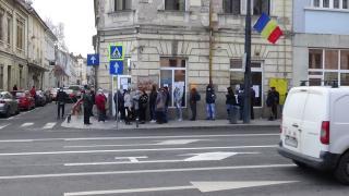 VIDEÓ - Tömött sorok a villamosművek kolozsvári épülete előtt