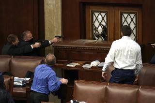 Trump hívei megostromolták a Capitolium épületét; halottak (FRISSÍTVE)
