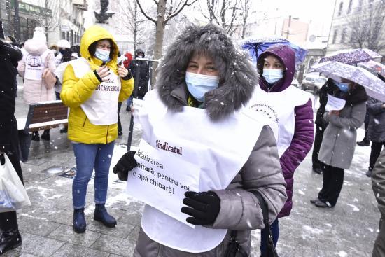 Tisztességes bérekért tüntettek a közalkalmazottak
