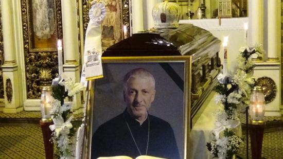 VIDEÓ – A kolozsvári görögkatolikus templomban ravatalozták fel Florentin Crihălmeanut