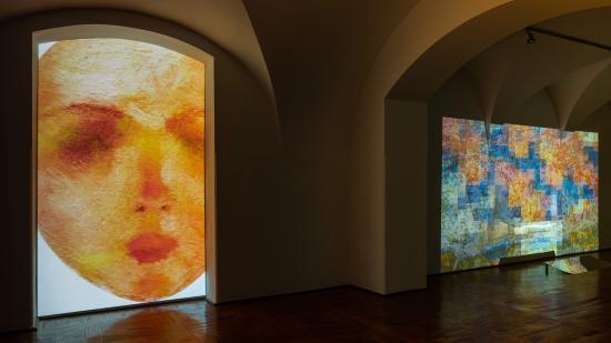 Művészeti területeket ötvöző installáció a Bánffy-palotában