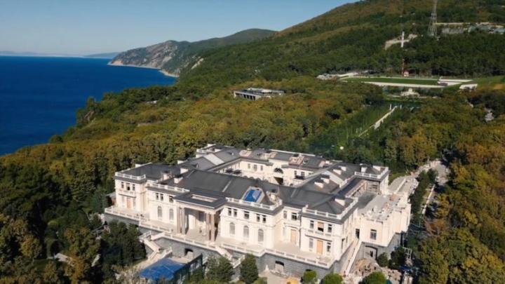 Putyin tagadja, hogy övé lenne a titkos palota a Fekete-tenger partján