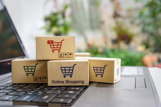 Környezetet véd és lakosságot támogat az e-kereskedelem
