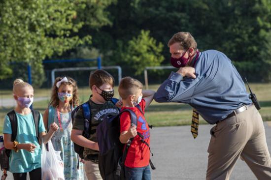 Testnevelés órák alatt nem szükséges védőmaszkot viselniük a diákoknak?