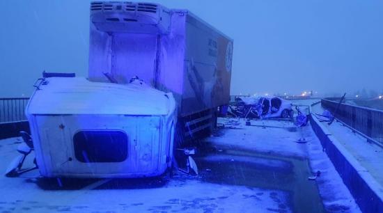 Súlyos baleset Szeben megyében szabálytalan előzés miatt