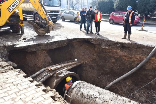 Intenzív munkálatok a csőtörés okozta üzemzavar elhárítására