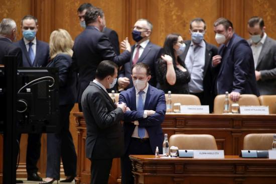 Kölcsönös vádaskodással kezdődött a költségvetési vita a parlamentben