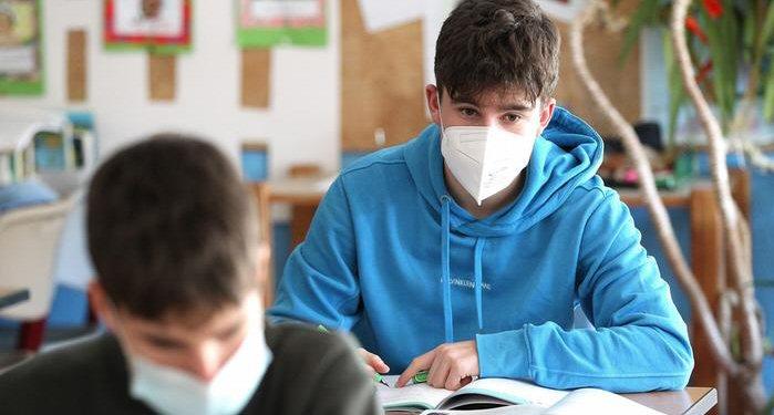 """Vészhelyzeti bizottság: a végzős diákok a """"piros"""" településeken is járhatnak iskolába"""