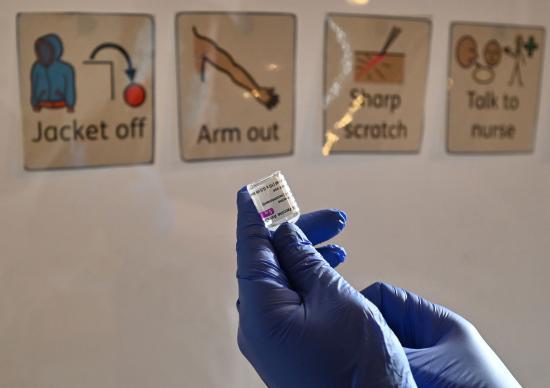 AstraZeneca-botrány – Kilencezren mondták máris vissza az előjegyzést
