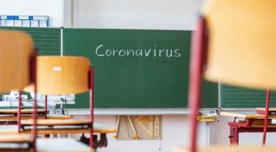 Március 8-a és 15-e között 216 osztályban és óvodai csoportban függesztették fel a jelenléti oktatást